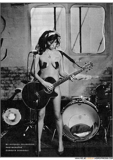 Amy Winehouse nago!