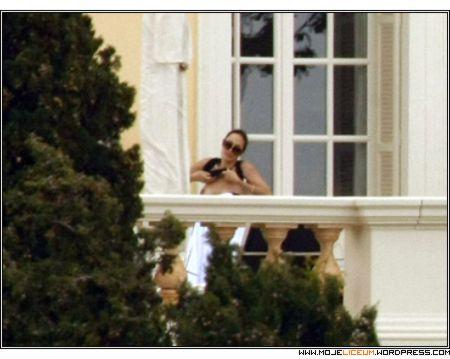 Nagie piersi - Angelina Jolie
